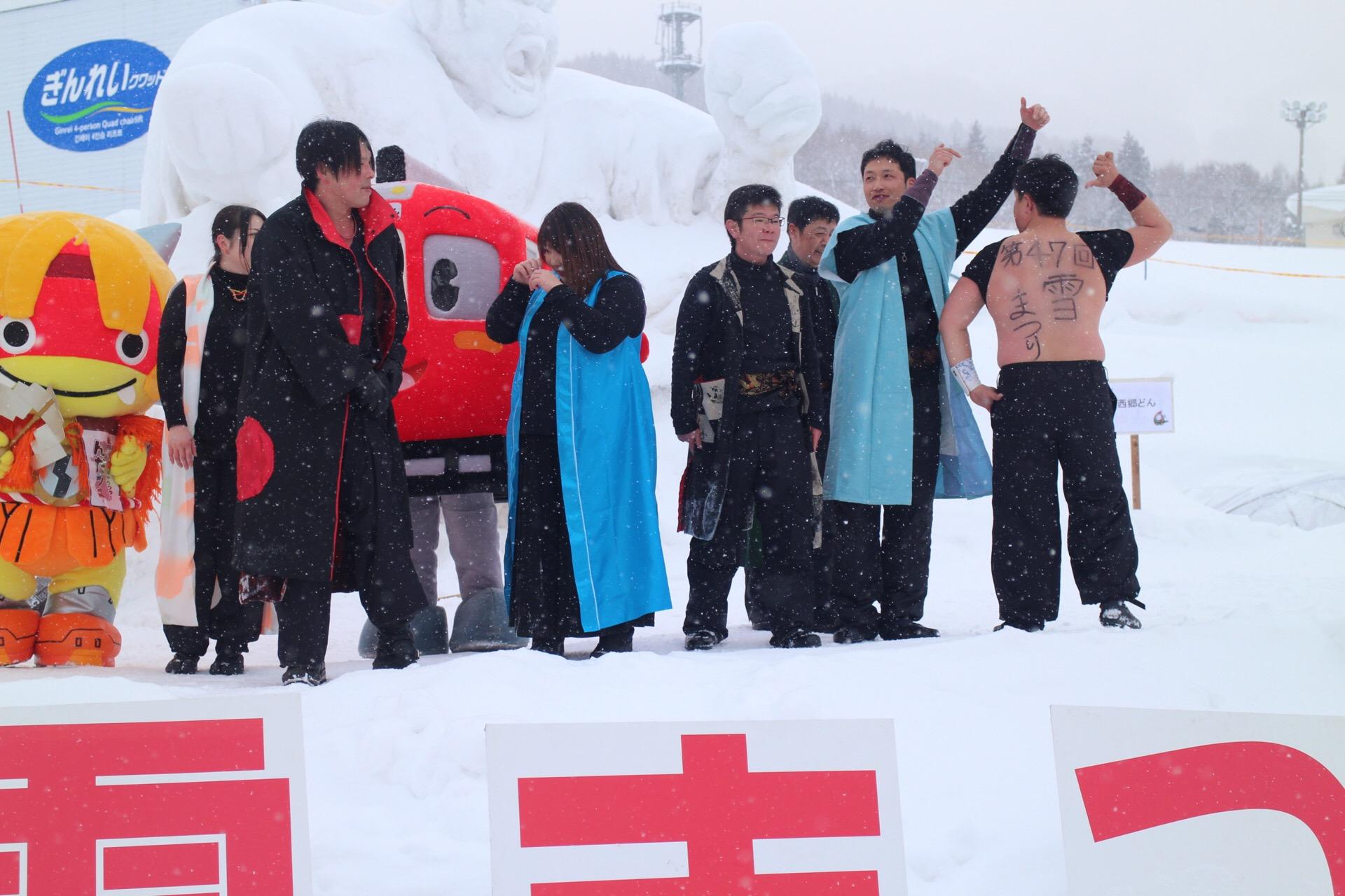 真冬の山で脱ぎたがるメンバー約1名(゚Д゚;)
