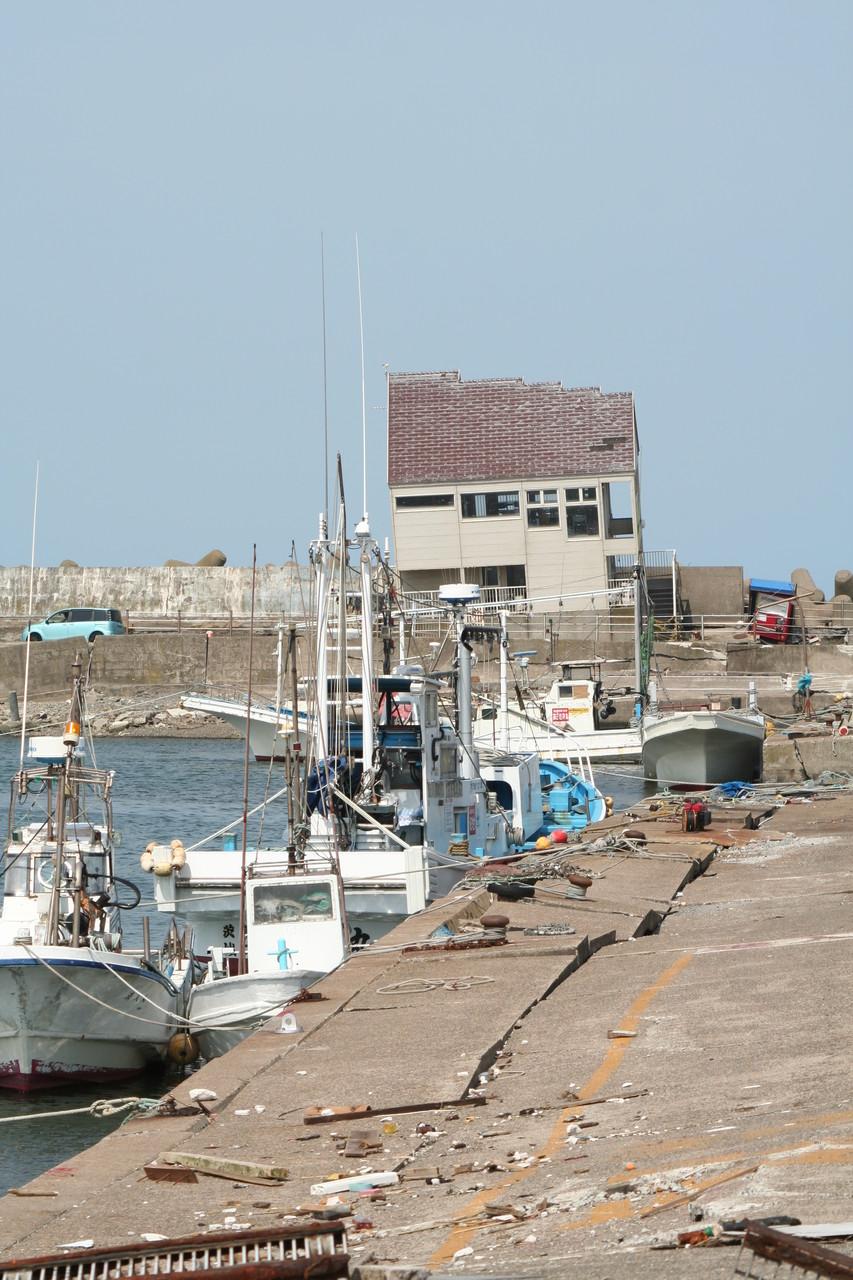 破壊された漁港。鹿島漁港。