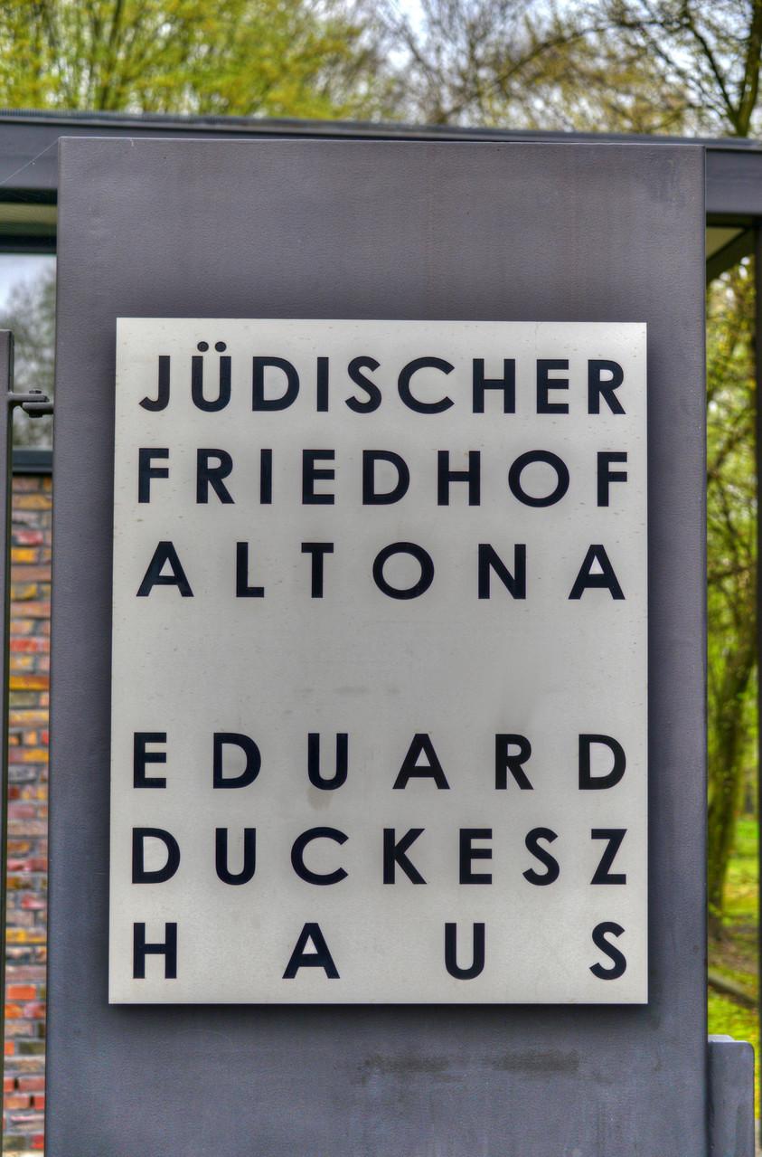 Cerimónia no Cemitério judaico de Hamburgo-Altona (Foto: Glyn Lowe)