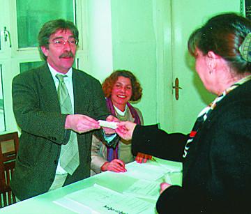 Assembleia de Voto no Consulado em Hamburgo, 2001
