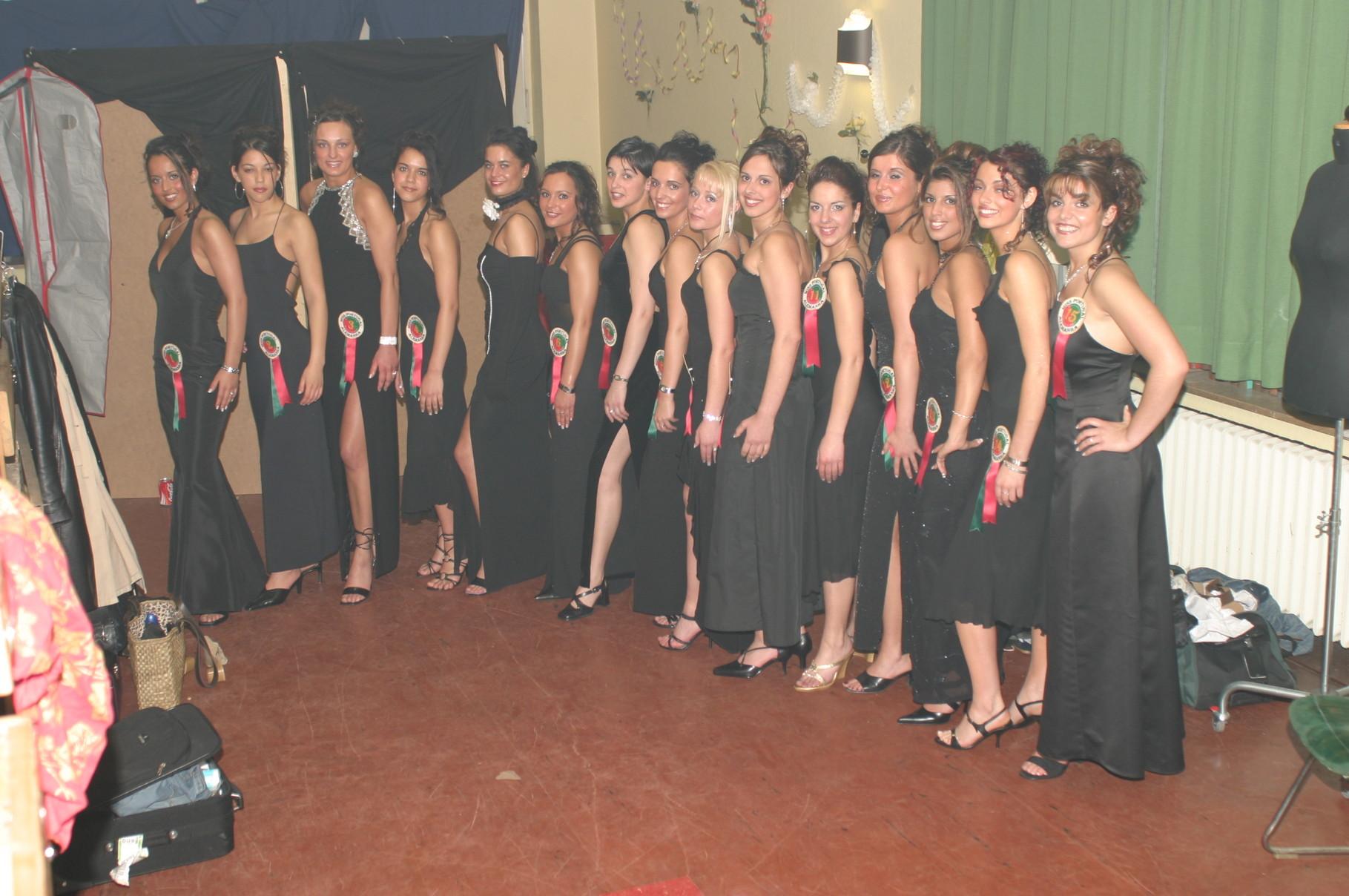 Foto de grupo da eleição Miss Portugal, 2003