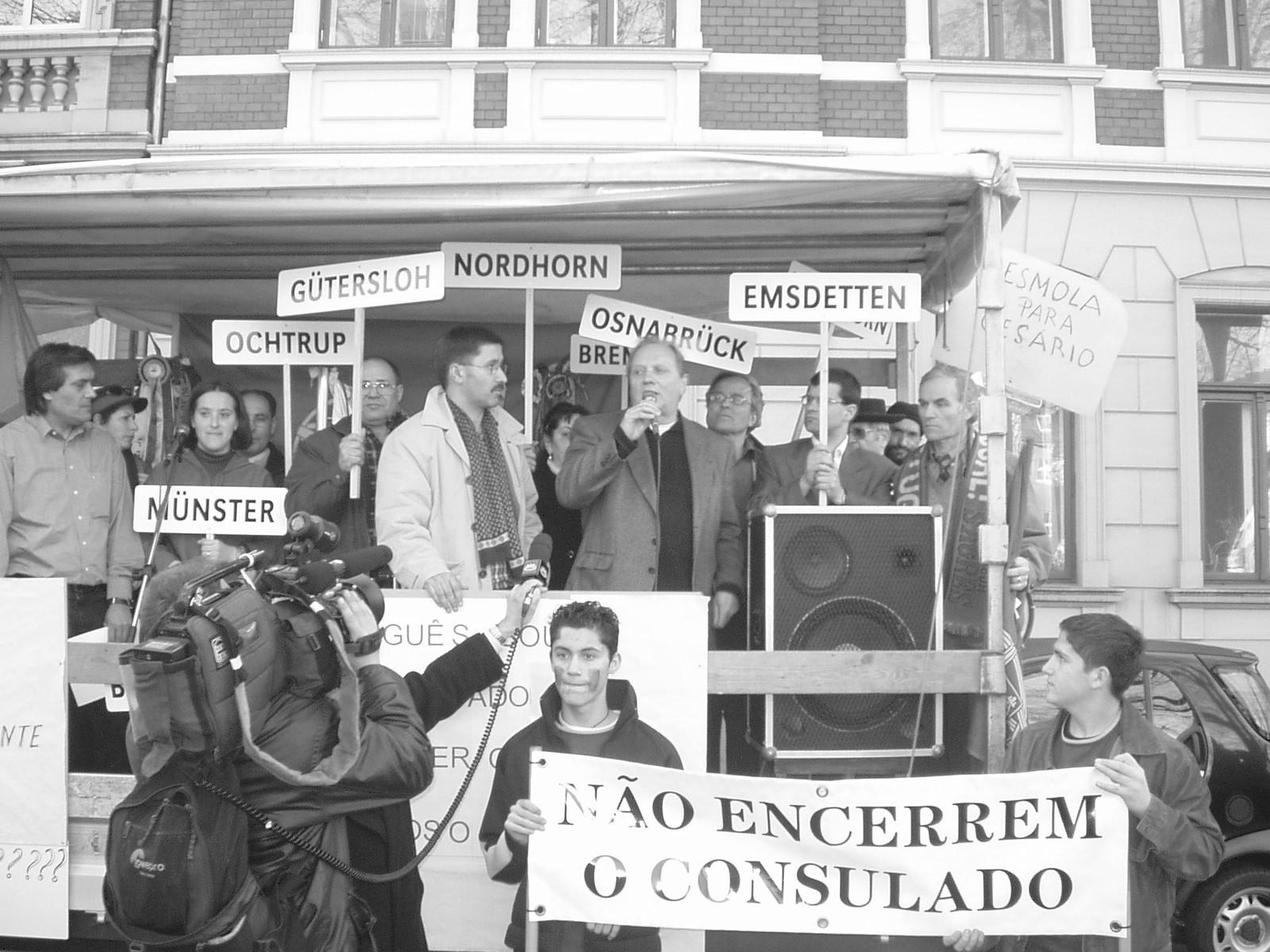Manifestação em Osnabrueck contra o encerramento dos consulados, 2003