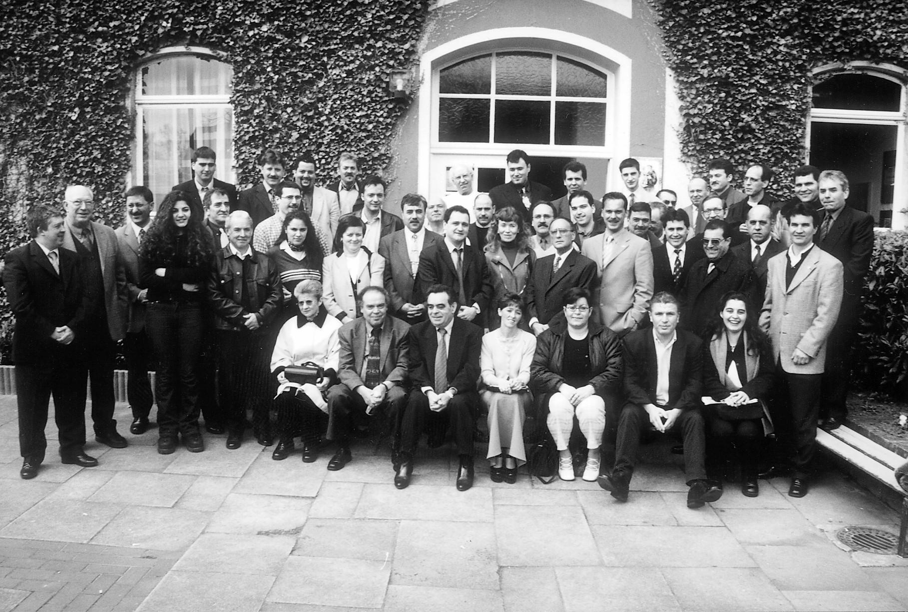 Encontro de portugueses com o actual deputado do PS Paulo Pisco, 2001