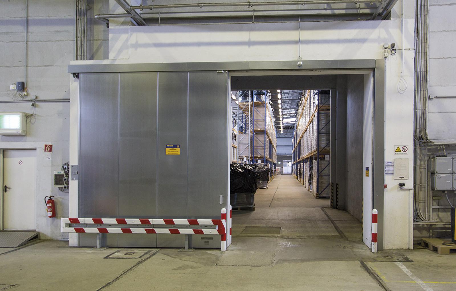 Industriepark Tangermünde Halle 2 Rolltor