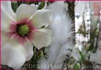 Unsere hochwertigen Seidenblumen, Orchideen, Blätter, Gräser, Beeren, Wurzeln und Zweige, lassen sich zu dekorativ Gestecken, Sträußen, Bouquets, Kränzen für Tür und Wand, Tischaufleger verarbeiten. Hier: Magnolie, weiß-rosa