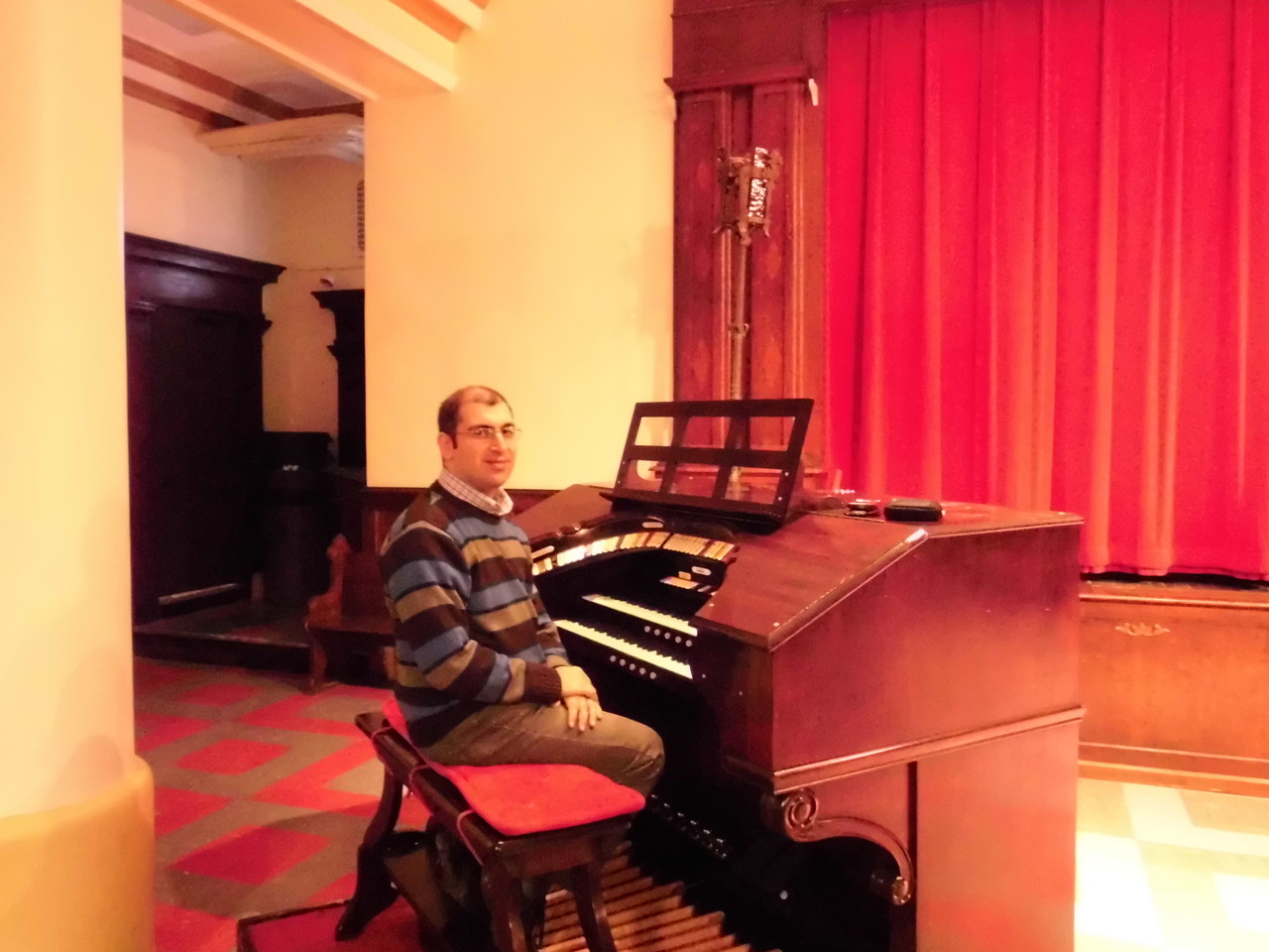 ..the Wurlitzer organ in the church hall, St Cantius, Chicago (USA)