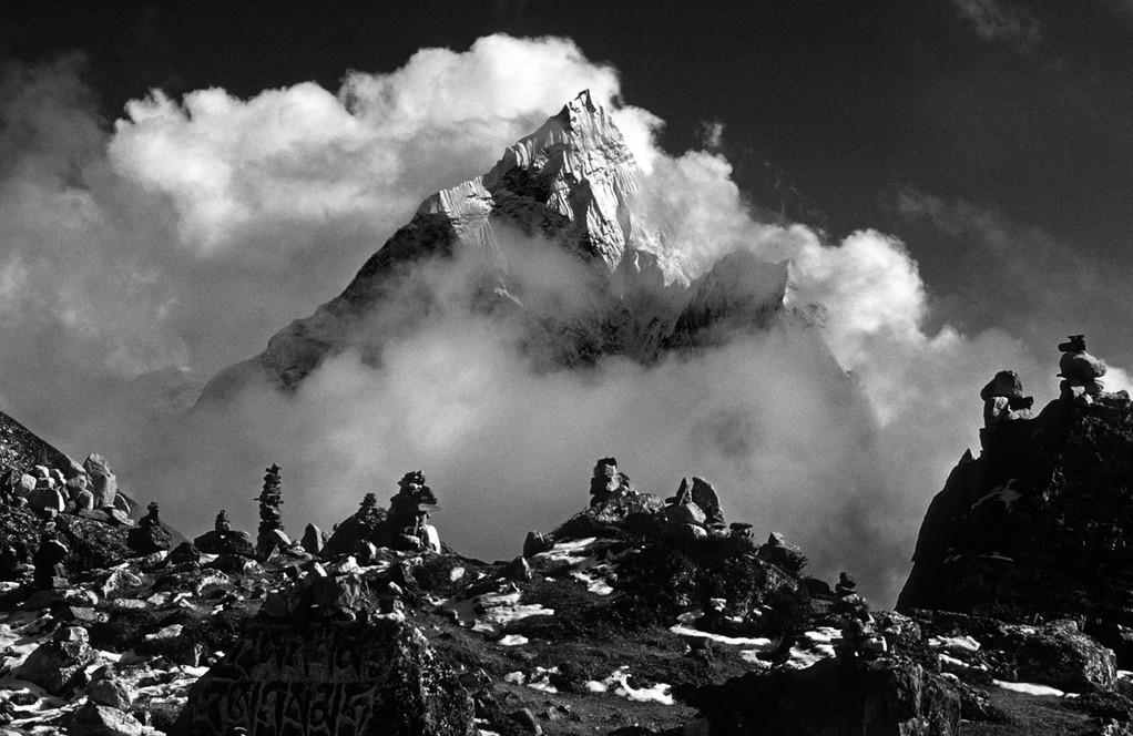 Sherpa Friedhof mit  Ama Dablam 6856 m