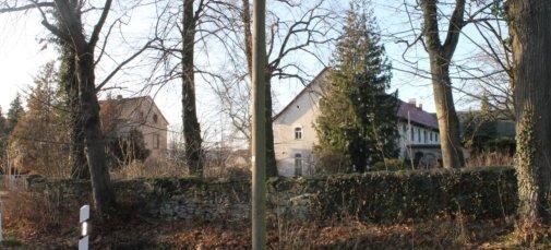 Gutshaus, links daneben Auszugshaus bzw. ehemalige Brennerei, Foto: EvW, 2020