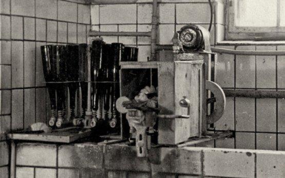 Flaschenwaschmaschine der Kelterei Biedermann 1937, Quelle: Familie Biedermann, Mauna