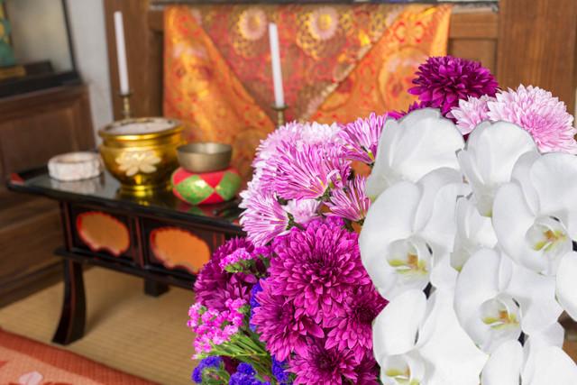 法事や葬儀のお供えには、白や紫の花を…。