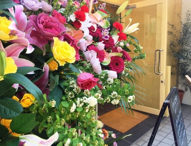 開店や新築のお祝いには、花のパワーで幸せを呼び込むプレゼントを是非贈ってください。