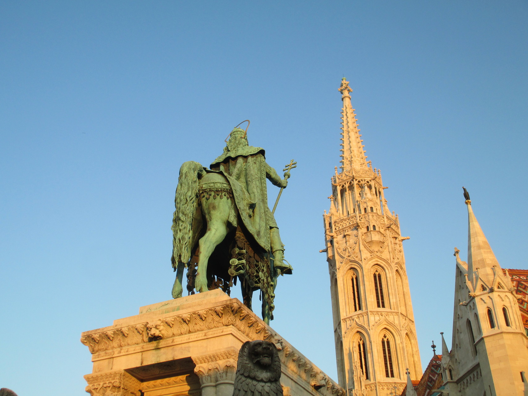 マーチャーシュ教会前にある聖イシュトヴァーン像