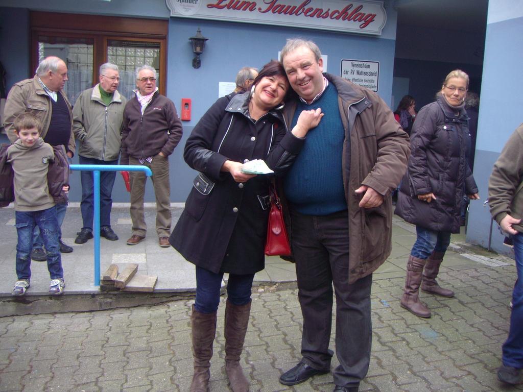 Jürgen-Greife.& Susanne-Liebert vom Verein Mückenstich e.v. bei der Geldübergabe 800€.