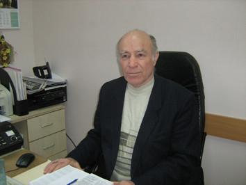 1993 р. Микола Кирилович Бабай, провідний фахівець департаменту освіти і науки   облдержадміністрації