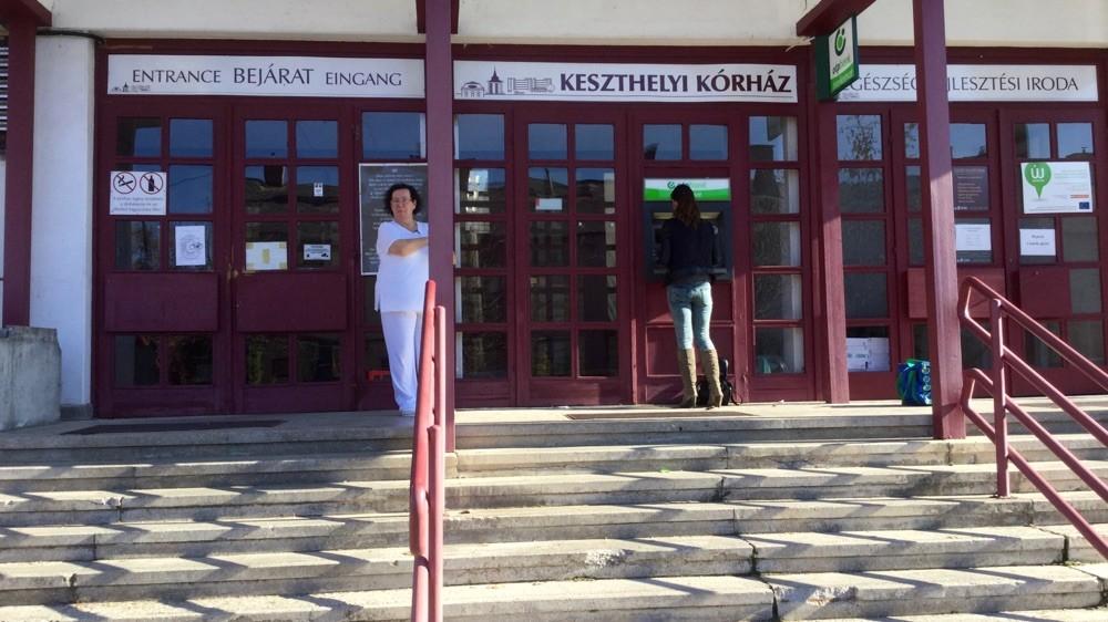 Центральный вход в Кестхейскую больницу