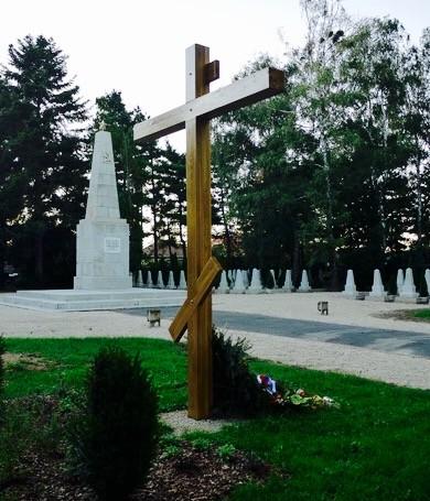 Крест, установленный на кладбище советских воинов в г. Залаэгерсег в 2010 году