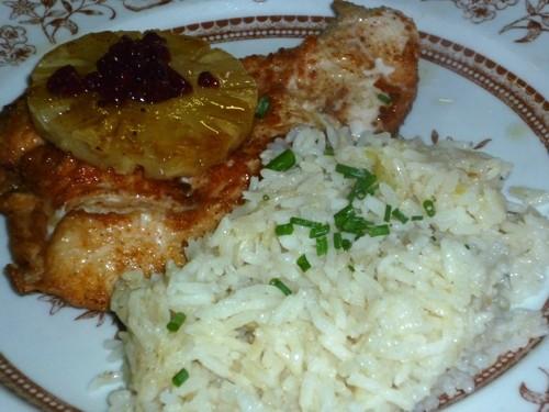 Putensteak mit Ananas und Reis