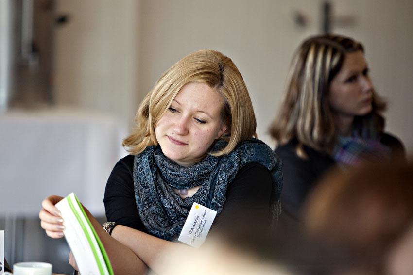 Konzentrierte Vorbereitung: Tina Krause vom Gustav-Stresemann-Institut Niedersachsen, Heimvolkshochschule in Bad Bevensen.