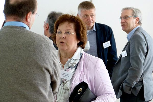 Almut von Below-Neufeldt, erwachsenenbildungspolitische Sprecherin der FDP im Landtag, im Gespräch mit Dr. Michael Reitemeyer, dem Leiter des Ludwig-Windhorst-Hauses, HVHS in Lingen.