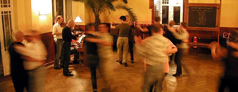 Tanzseminar in der Akademie Waldschlösschen, HVHS in Reinhausen bei Göttingen.