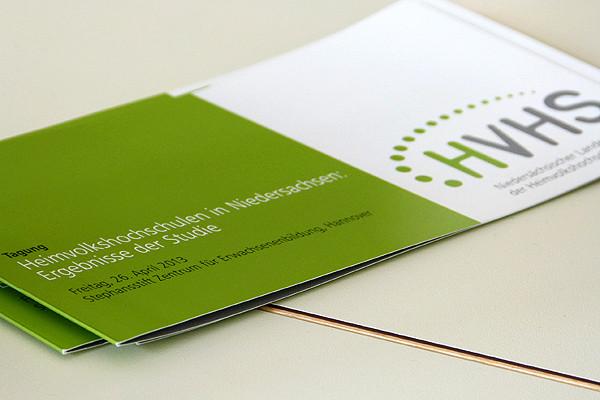 Eine Veranstaltung für geladene Gäste: Die Tagung 'Heimvolkshochschulen in Niedersachsen - Ergebnisse der Studie' am 26. April in Hannover.