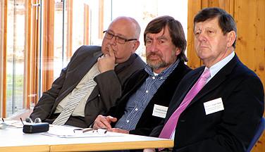 Kritische Gäste: (Von links:) Dietrich Burggraf (HVHS Hustedt), Hartwig Kemmerer (Landesverband VHS) und Dr. hc Jürgen Walter (nbeb).