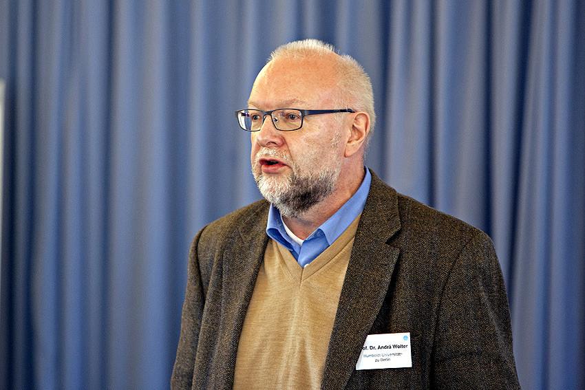 'Hochschulzugang als Sprung ins kalte Wasser funktioniert nicht. Wir müssen fließende Übergänge initiieren', so Professor Dr. Andrä Wolter in seinem Eingangsreferat.