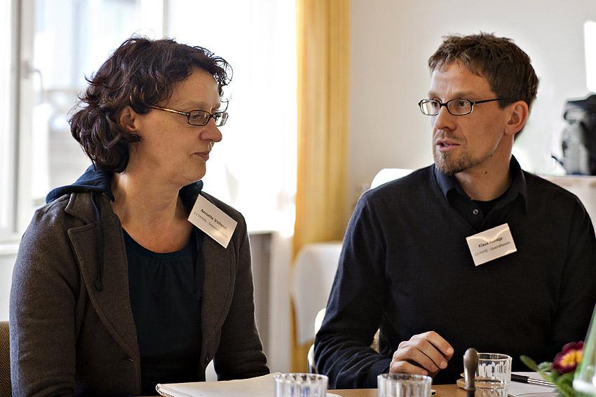 Kommunikation ist das A und O: Annette Volland und Klaus Rehage aus der Geschäftsstelle des Landesverbandes bei einer spontanen Dienstbesprechung.