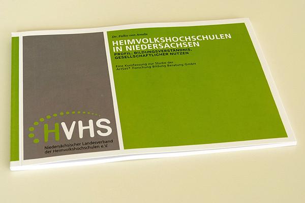 Die Studie auf 58 Seiten: Diese Broschüre ist in der Geschäftsstelle des Nds. Landesverbandes der Heimvolkshochschulen zu haben.