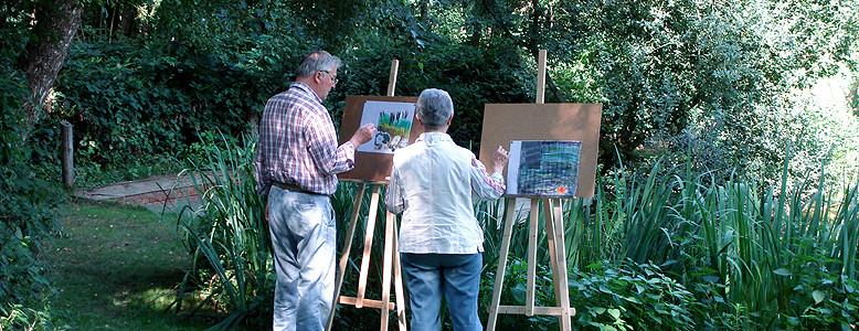 Kreativnachmittag mit Staffelei im Park der Heimvolkshochschule.