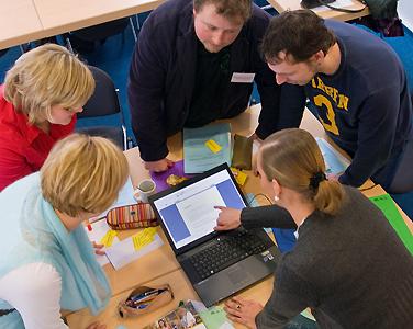 HVHS-Seminargruppe am Laptop