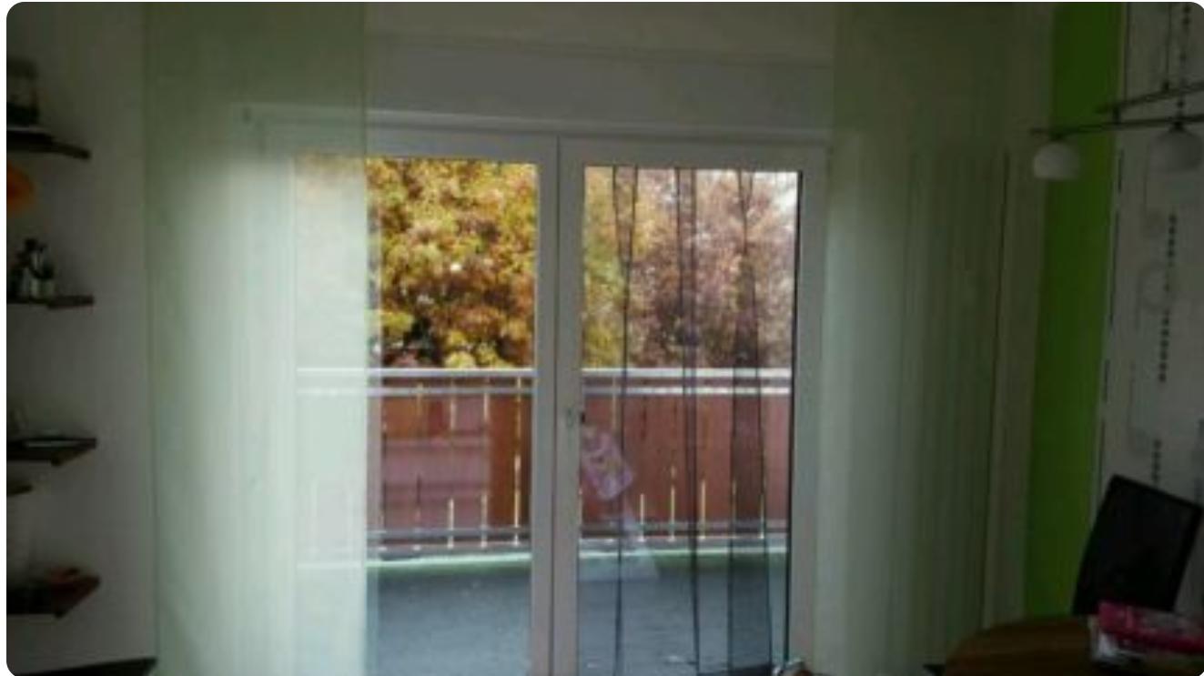 Zugang zum grosszügigen Balkon