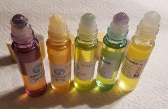 5 farbige Roll-on Fläschchen mit ätherischen Öl-Mischungen
