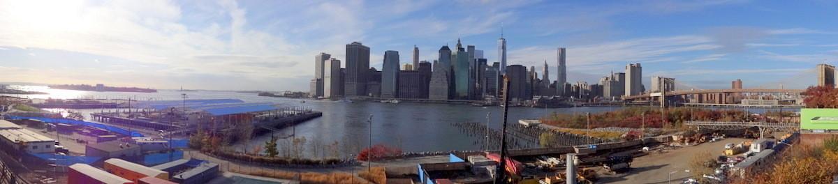Blick auf Manhattan mit Brooklyn-Bridge