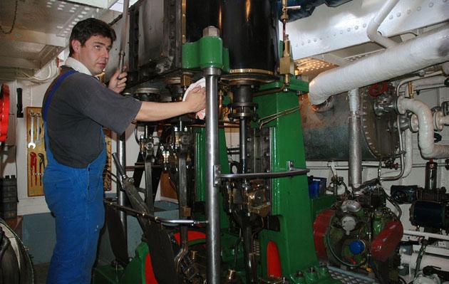 Der neue Kessel und die alte Maschine. Fotos Andreas Westphalen