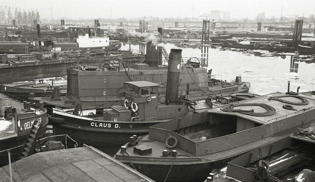 Einsatz als Dampfspender im Travehafen im Januar 1970. Foto Detlev Luckmann