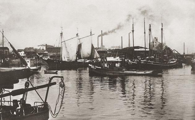 SCHULAU im Harburger Binnenhafen. Slg. Harry Braun
