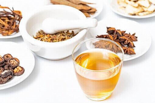 漢方煎じ薬 数種類の天然生薬を調合