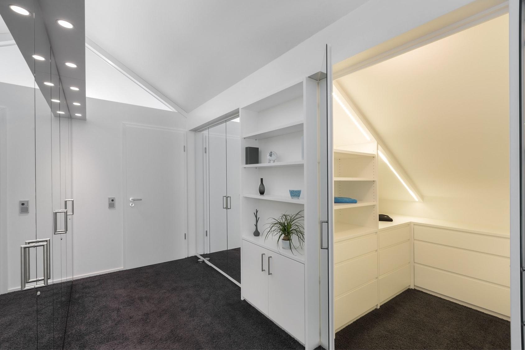 Beleuchtung Ankleidezimmer © Matthias Buehner / Fotolia