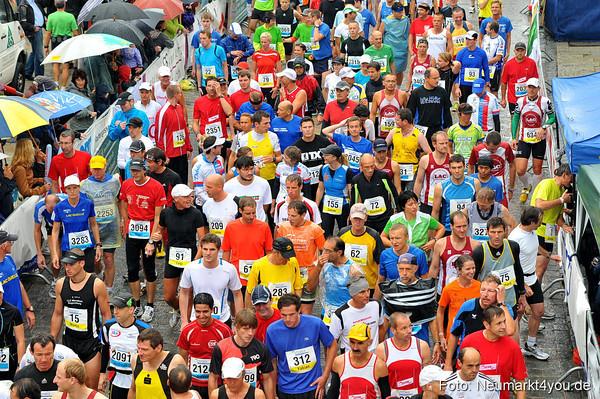 Der Neumarkter Stadtlauf 2011: Regen, über 3.000 Starter (HM: über 700), Perfektion und Atmosphäre