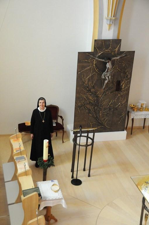 Äbtissin Johanna vor dem Festgottesdienst in der Chorkapelle