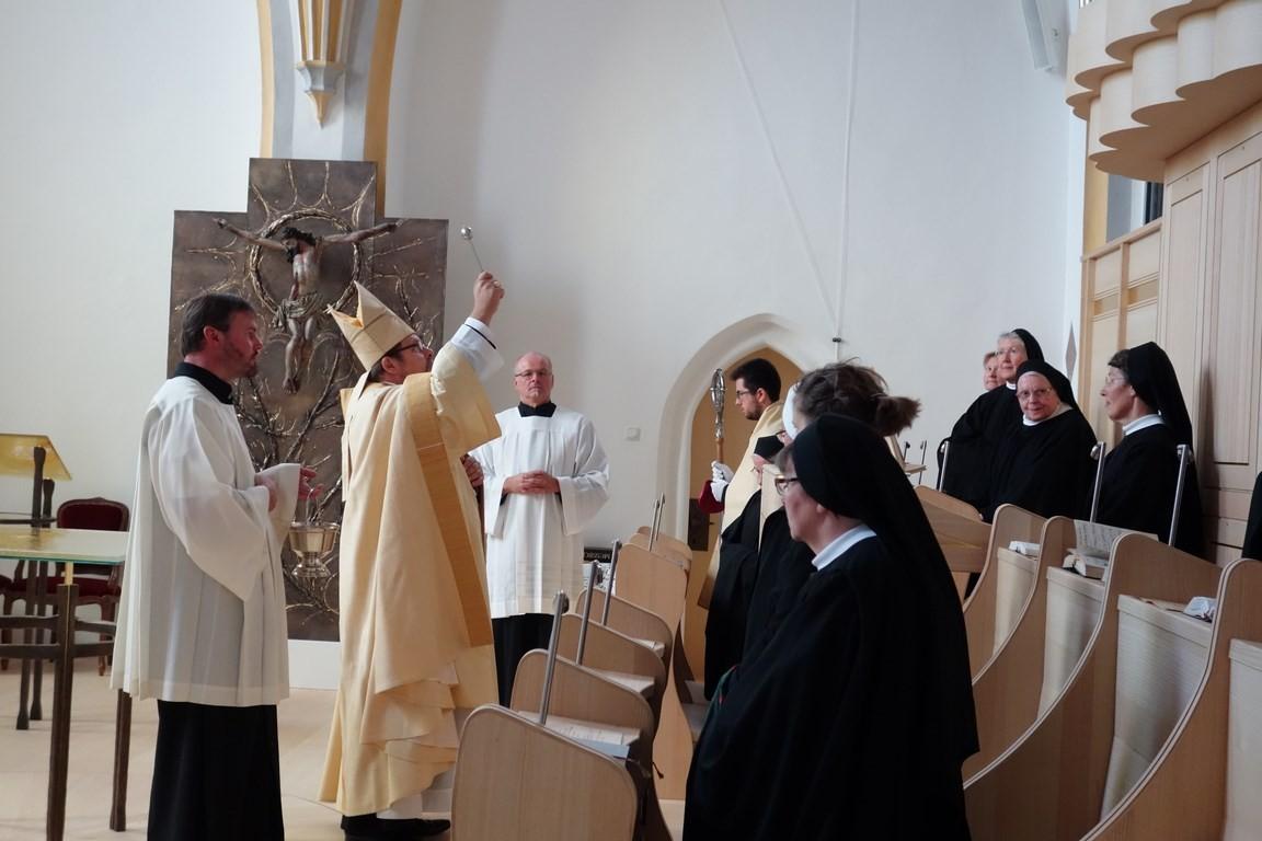 """ORGELWEIHE: """"Lasset uns beten. In dieser festlichen Stunde bitten wir dich: Segne diese Orgel, damit sie zu deiner Ehre ertöne und unsere Herzen emporhebe zu dir. Wie die vielen Pfeifen sich in einem Klang vereinen, so lass uns als Glieder deiner Kirche"""