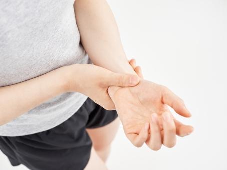 手首が痛い原因が手首にあるとは限りません。