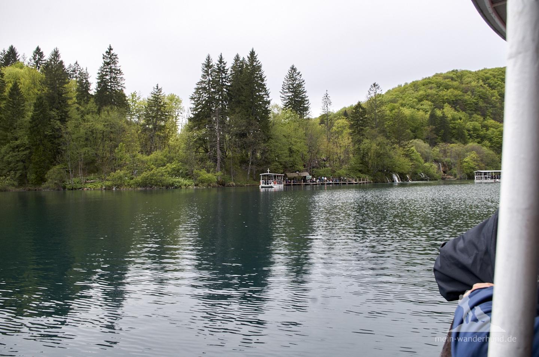 Plitwicer Seen mit Hund: Elektroboot