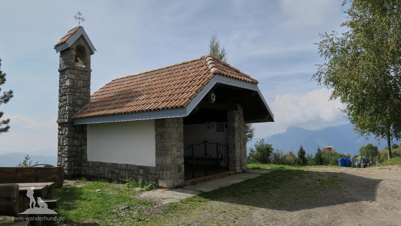 ... die Kapelle und der Blick auf die ...