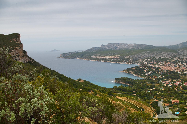 Blick auf die Bucht von Cassis beim Aufstieg.