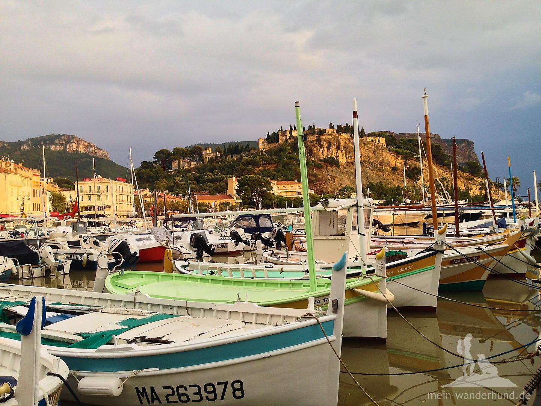 Der romantische Hafen von Cassis.