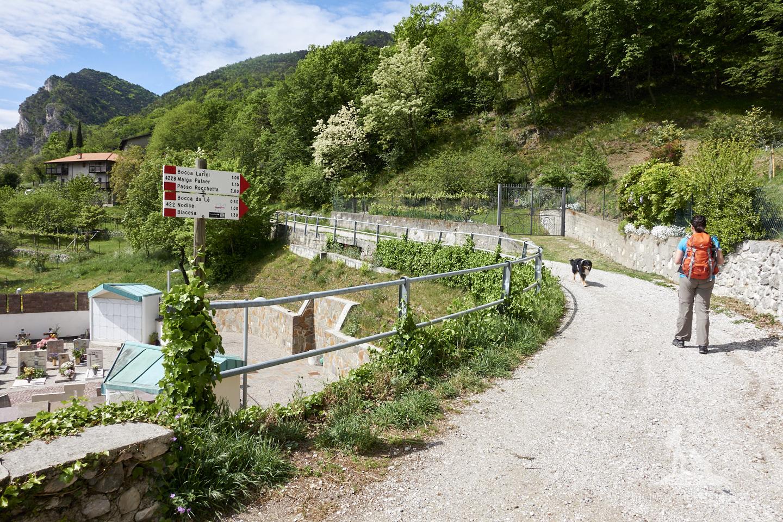 Wandern mit Hund Gardasee - Cima della Nara: Hier gehts los.