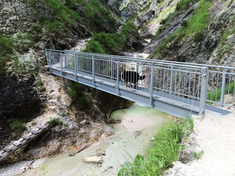 ... Gitterrostbrücke ...