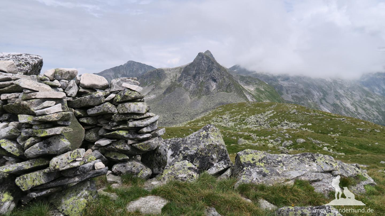 ... bis zum breiten Gipfel der Arlhöhe.
